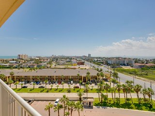 Oceanfront, dog-friendly condo w/shared  pools, hot tubs, tennis & gym!