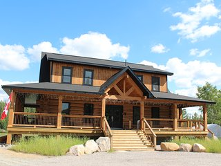Algonquin Moose Lodge- Off the Grid (Dont worry it has electricity lol)