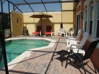 4BR, 3BA T/home w/ Screened-In Patio & Heated Pool