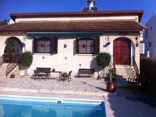 Jacaranda Villa, 3 bed detached villa with private pool, free WiFi, near village, Pissouri