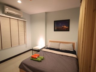 1 BedRm close to MRT Huai Khwang/Free WiFi+Pool+Gym