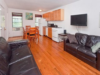 Lovely 2 BR on Midtown East