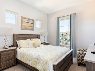 Summerville Resort - 5 Bed / 6 Bath Townhome (SMV109)