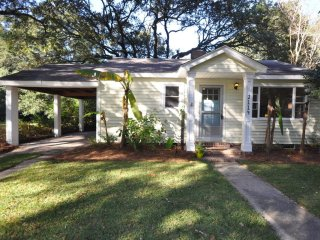 2114 Quaint and Beautiful Home Conveniently Located NearDowntown and Folly Beach