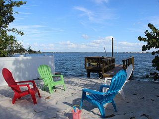 Florida Bayside Beach House Dock Wifi Sleeps 10, St. Pete Beach