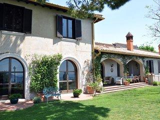 """""""Il Casale"""" elegante villa con giardino e fantastica vista mare"""