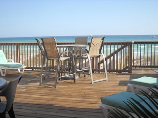 DESTIN GULF FRT; 4 BR, 3.5B 3000 SQ', PRIVATE BEACH *LOWER FALL/WINTER RATES!
