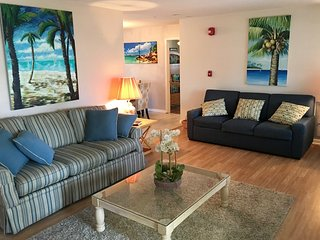 Beach House 3 bed 2 bath Sleeps 10....minutes to the beach!