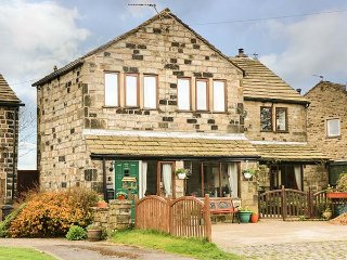 POPPYFIELDS COTTAGE stone- built annexe, en-suites, well appointed, WiFi, Heptonstall