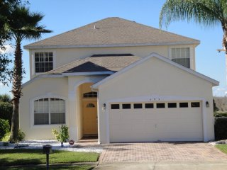 Relaxing 5 bedroom 3 bath Highlands Reserve home 7 miles to Disney from $188nt