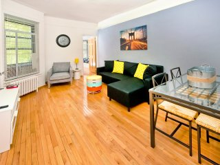 ~Modern~ XL 2BR NYC Apt!, New York City