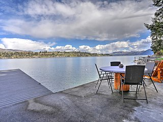 Lake Chelan Home w/Kayaks, Dock & Stunning Views!