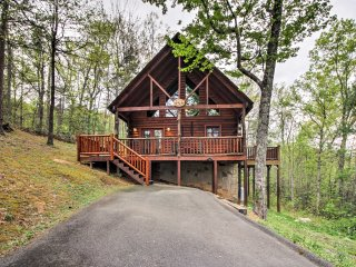 NEW! 2BR Cabin Near Pigeon Forge/Gatlinburg!