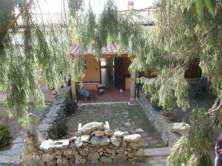 Graziosa villetta pressi  Costa Smeralda , con piccolo giardino e barbecue, Olbia