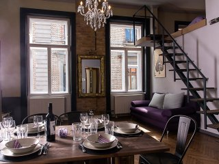 NEW!WalnutTree Double 12 PERS Apartment, Budapest