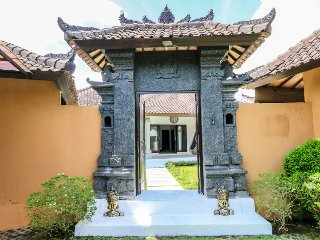 "Pevali - 3 Bedroom Spacious Villa,  ""Eat Street"" Location, Central Seminyak"