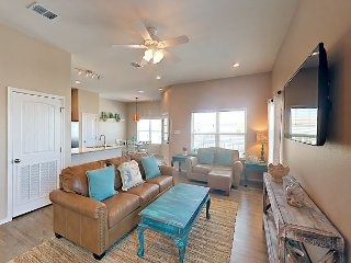 New 2BR Coral Reef Coastal Home, Bay Views, Shared Pool, Short Drive to Beach, Rockport