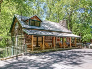 BEAR SANCTUARY - A REAL LOG CABIN - NEW INSIDE !!!