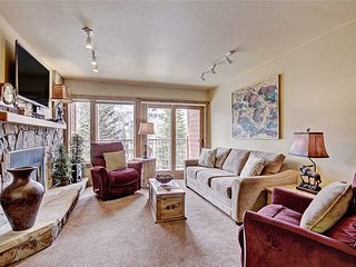 Ski-in 2 bd condo w/ covered parking, renovated + beautifully decorated!