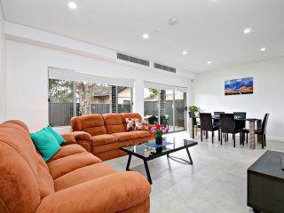 VILLA FOWLER - SYDNEY 5Bdrms, Brand New, Guildford
