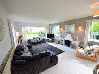 Tarenig Dormer Bungalow at Abersoch - Fabulous Location short walk to the Beach.