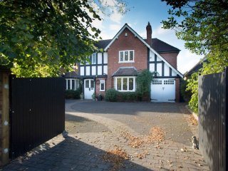 Exclusive residence in sought after location, Dorridge