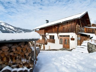 4 Bedroom Slopeside Chalet in Village Centre