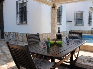 Villa con piscina privada tranquila y acogedora a un paso de la playa deveses., Denia