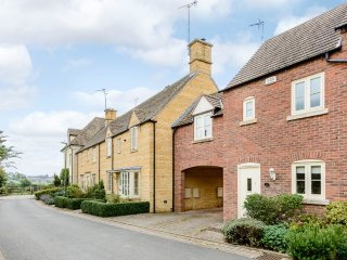 Cotswold cottage for four in a village location with award winning pub