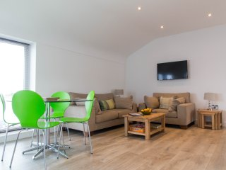 Marina View Townhouse at Seaside Pwllheli Featuring AMAZING VIEWS from Balcony.