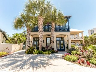 Beautiful Beach House w/ Private Splash Pool! Short Walk to Beach!