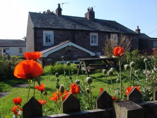 Poppy Cottage Bassenthwaite Lake District Cosy 19th Century cottage garden, pets