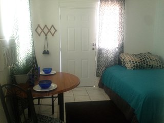 COUPLES RETREAT CITY APT. **GREAT LOCATION PRIVATE STUDIO WITH A/C AND PARKING**