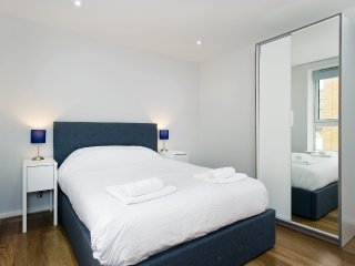 Two Bedroom Two Bathroom modern apartment in vibrant Borough