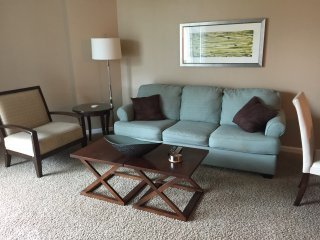 Lovely two bedroom Jr suite in the Palms of Destin with  short walk to the beach