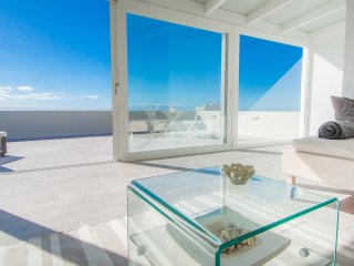 Casa Alma Marina: Modern, light-filled house with pool & great ocean views.