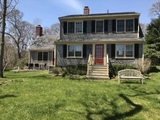 WOODS HOLE w Private Beach access incl guest hous 134648