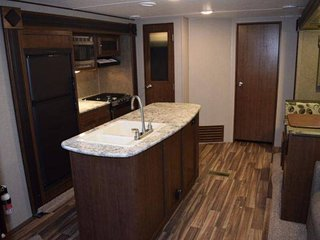 New 30' RV in the Beautiful 5 Star Holiday Park Resort