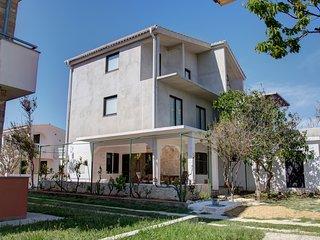 Family Retreat in Dalmatia: Apartment 4+2, terrace (37m2), Nin - Queen's Beach