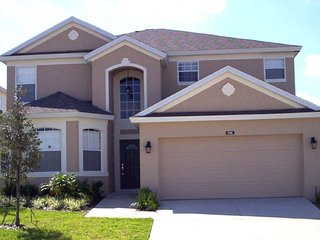 Comfy 5 bedroom 3 bath Highlands Reserve home 7 miles to Disney from $173nt
