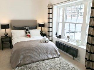 NEW LUXURY! 2 BEDROOM/3 BEDS/2BATH COVENT GARDEN! 3 min subway, Trafalger Square