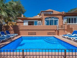 Villa Mediterranea con Piscina y Vista Mar