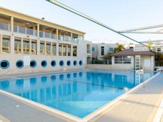 Sea, Pool, GYM & Jacuzzi, Herzliya