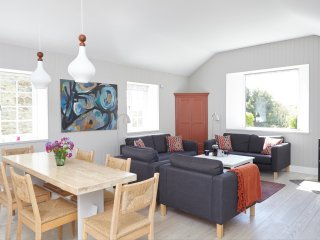 Detatched Stylish Home - One Level - Sea Views - South Facing Garden - Parking
