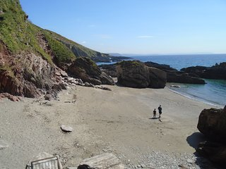 Revelstoke Park / Stoke beach Nr Noss Mayo sea views,sleeps 4 people