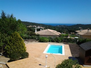 Holiday house with pool and sea view 3 km from the beach and from Platja d'Aro.