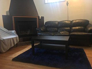 Sleeps 8 - Best Location - FREE PARKING, Montreal