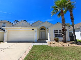 Cozy and affordable 3 BR 2 bath home with pool  7 miles to Disney from $128nt
