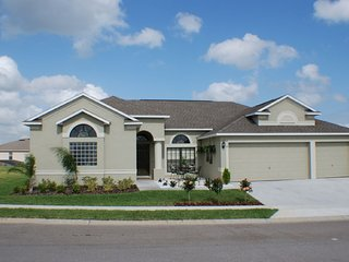 Relaxing 4Bed 3Bath home with private pool & semi private view from $188/night, Orlando