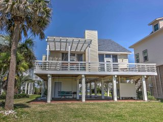 NEW! 3BR Galveston Beach House - Walk to Beach!